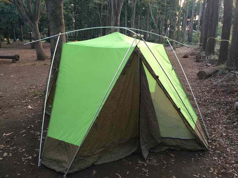 【薪の香りが懐かしい】火を囲む晩秋のお手軽キャンプ【節約コース】テント設営2