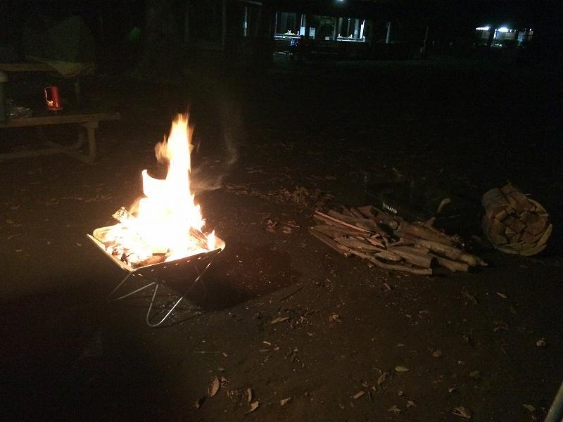 【薪の香りが懐かしい】火を囲む晩秋のお手軽キャンプ【節約コース】焚火