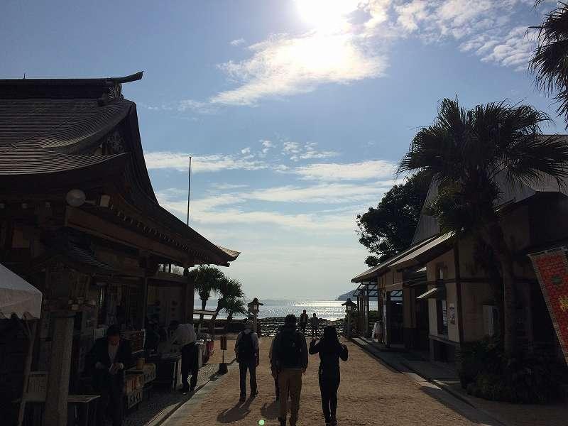 【ジェットスターで行く】青島から鬼の洗濯岩を見て飫肥まで【宮崎】青島神社から海を臨む